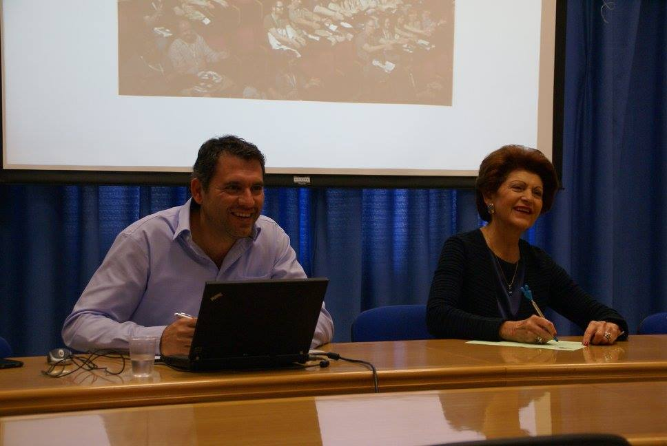 Bývalá komisařka EU pro mládež Androulla Vasiliou a člen Národní pracovní skupiny Marios Epaminondas