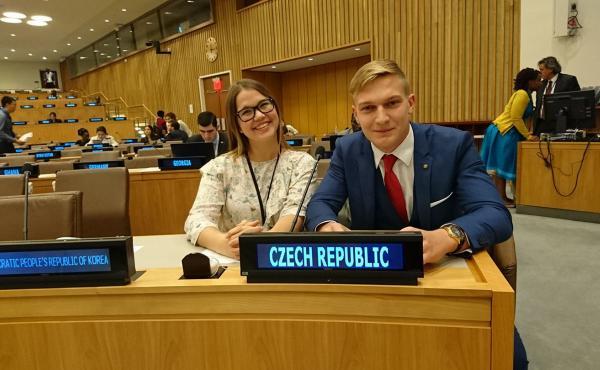 Mladí delegáti Petra a David v New Yorku
